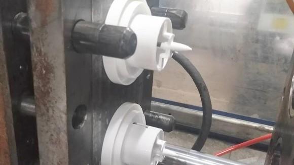 论述注塑加工辅助设备的重要性